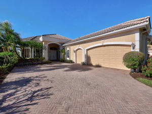 6690 Oakmont Way, West Palm Beach, FL 33412