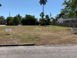 828 N Lakeside Drive, Lake Worth, FL 33460