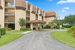 5390 Woodland Lakes Drive, 303, Palm Beach Gardens, FL 33418