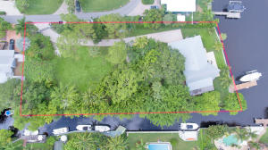 ONE ACRE LOT!!