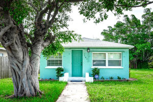 Cute & compact cottage beachy home, with storybook charm.