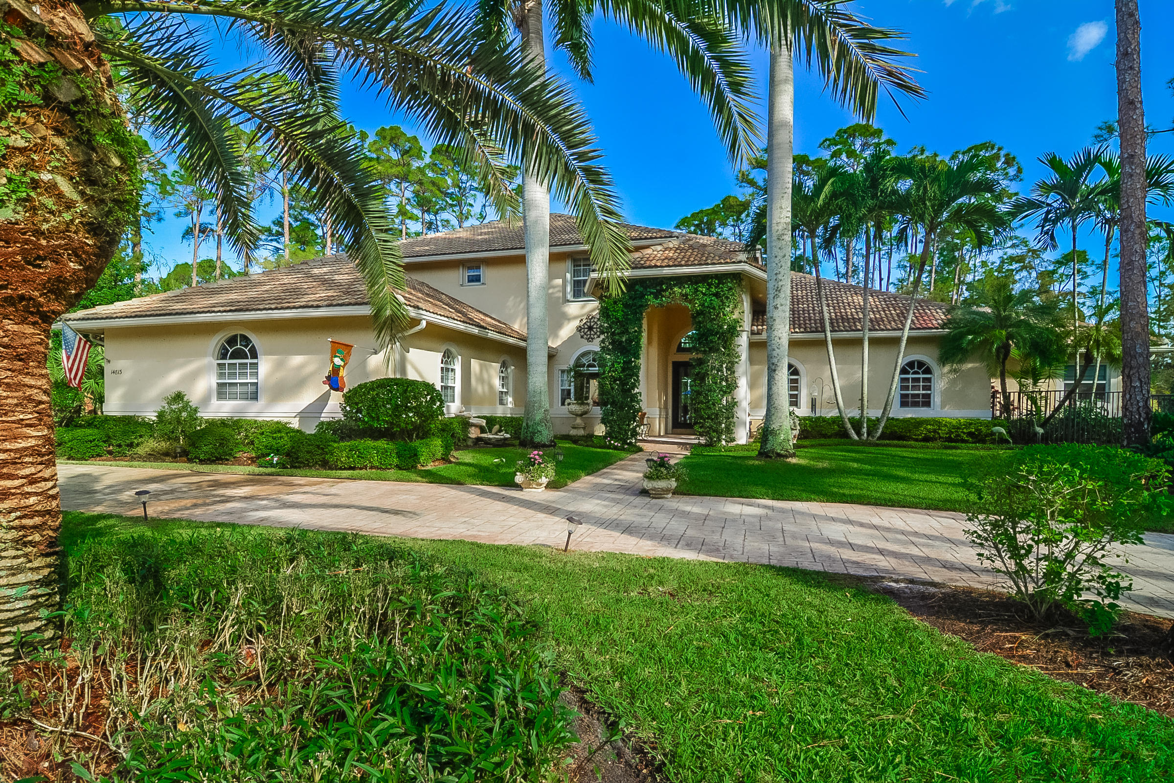 14813 Draft Horse Lane, Wellington, Florida 33414, 6 Bedrooms Bedrooms, ,5 BathroomsBathrooms,Single Family,For Sale,Paddock Park 2,Draft Horse,RX-10546148