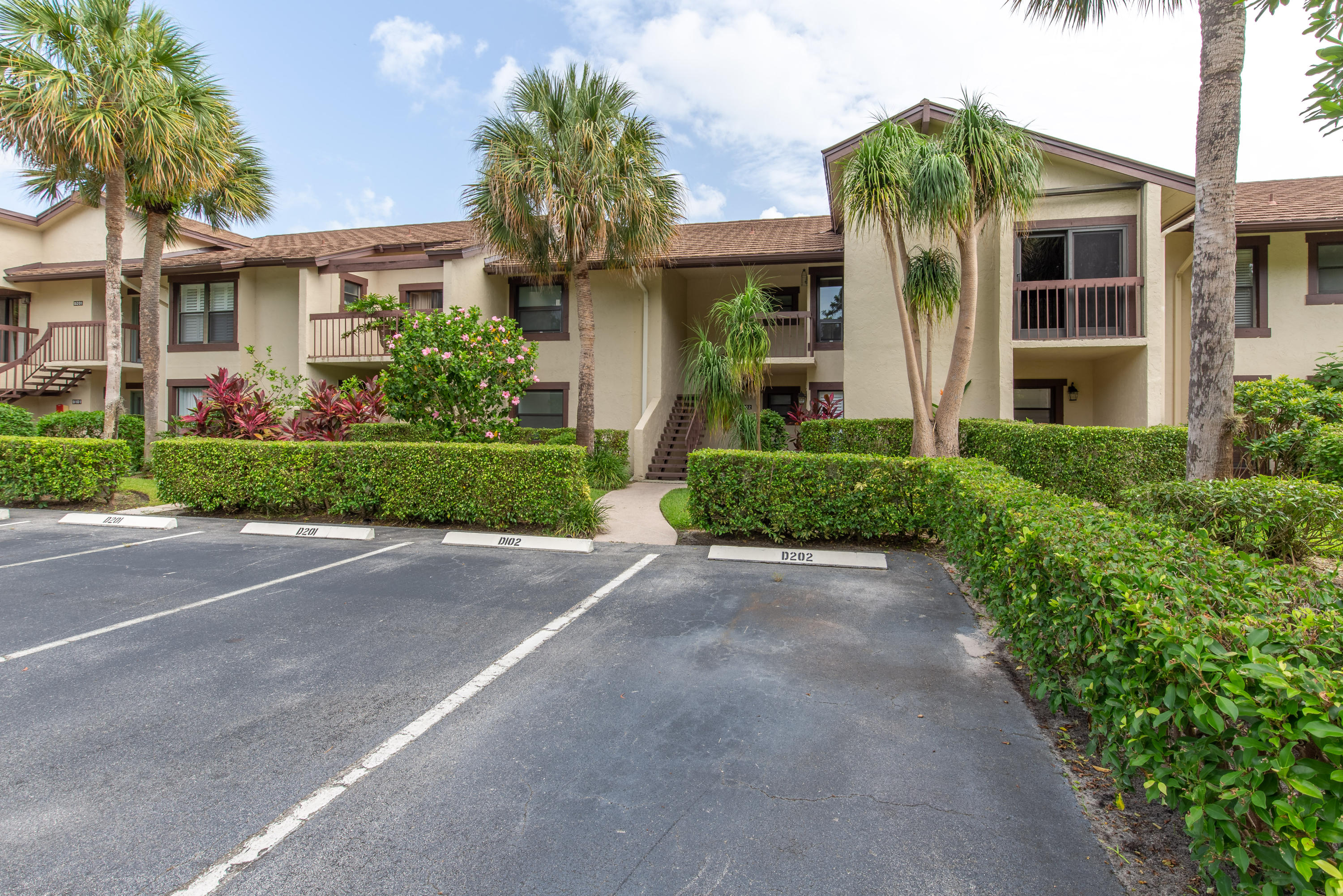 11355 Pond View Drive, Wellington, Florida 33414, 2 Bedrooms Bedrooms, ,2 BathroomsBathrooms,Townhouse,For Sale,Palm Beach Polo,Pond View,1,RX-10546645