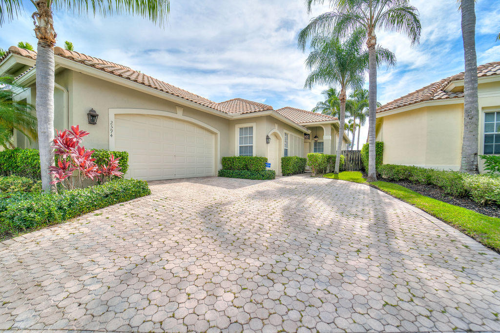 Wellington, Florida 33414, 3 Bedrooms Bedrooms, ,3 BathroomsBathrooms,Residential,For Sale,Players,RX-10545710