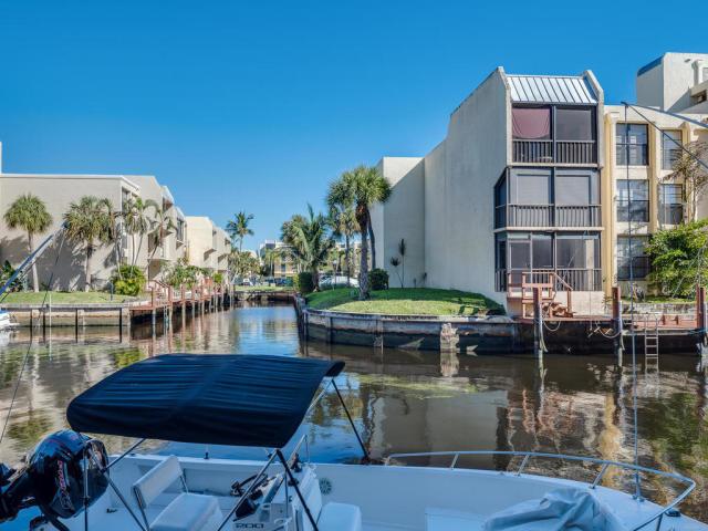 15 Royal Palm Way #202 Boca Raton, FL 33432