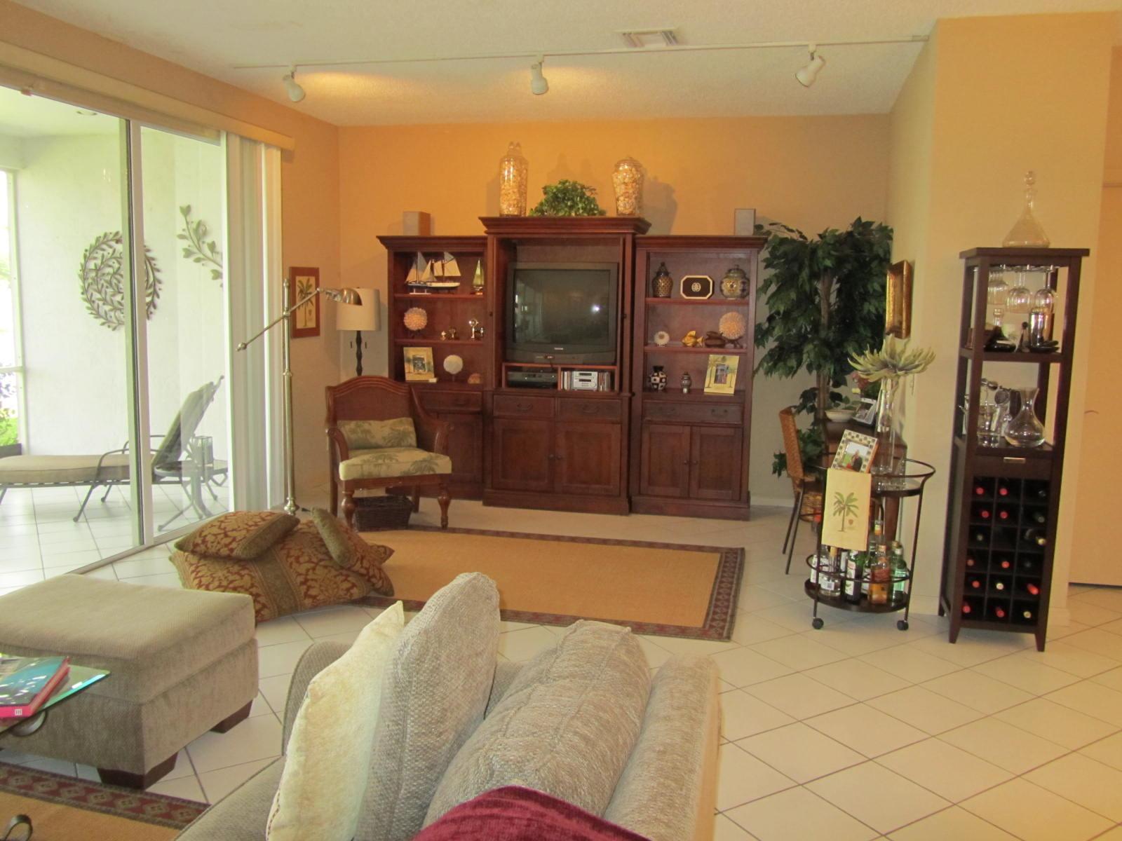 6803 Via Regina Boca Raton, FL 33433
