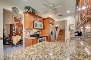 2955 Norway Pine Lane, Lake Worth, FL 33462