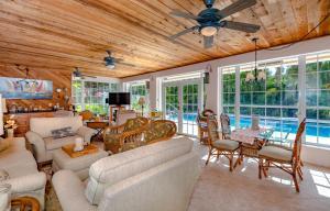 580 Pine Hollow Lane, West Palm Beach, FL 33413