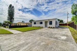 1071 W 27th Street, Riviera Beach, FL 33404