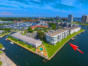 60 Yacht Club Drive, 305, North Palm Beach, FL 33408