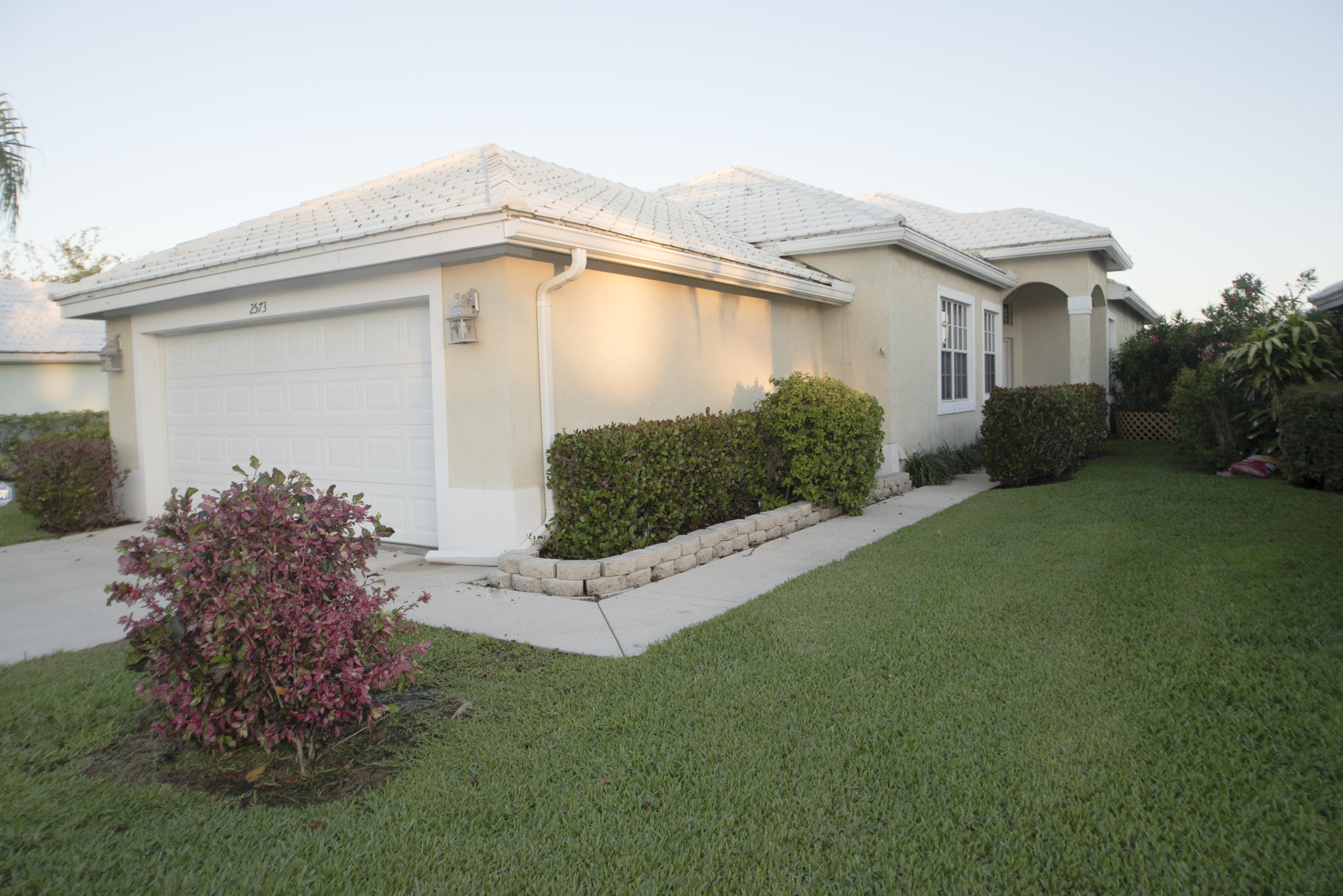 2573 Country Golf Drive, Wellington, Florida 33414, 3 Bedrooms Bedrooms, ,2 BathroomsBathrooms,Single Family,For Rent,Country Golf,1,RX-10555273