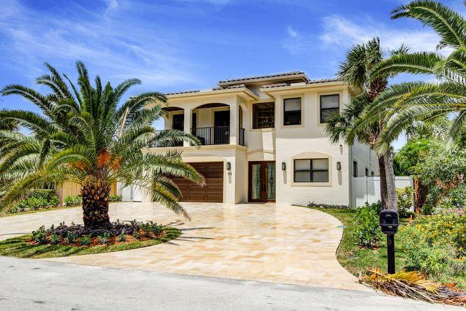 169 SE Wavecrest Way Boca Raton, FL 33432