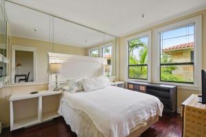 235 Sunrise Avenue, 1024, Palm Beach, FL 33480