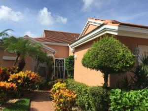 5682 Royal Lake Circle, Boynton Beach, FL 33437
