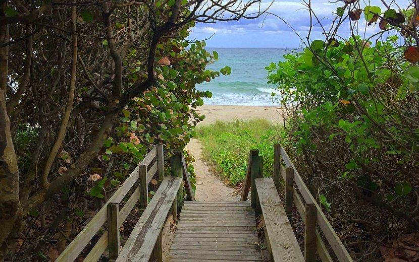 2085 Vitex Lane North Palm Beach, FL 33408