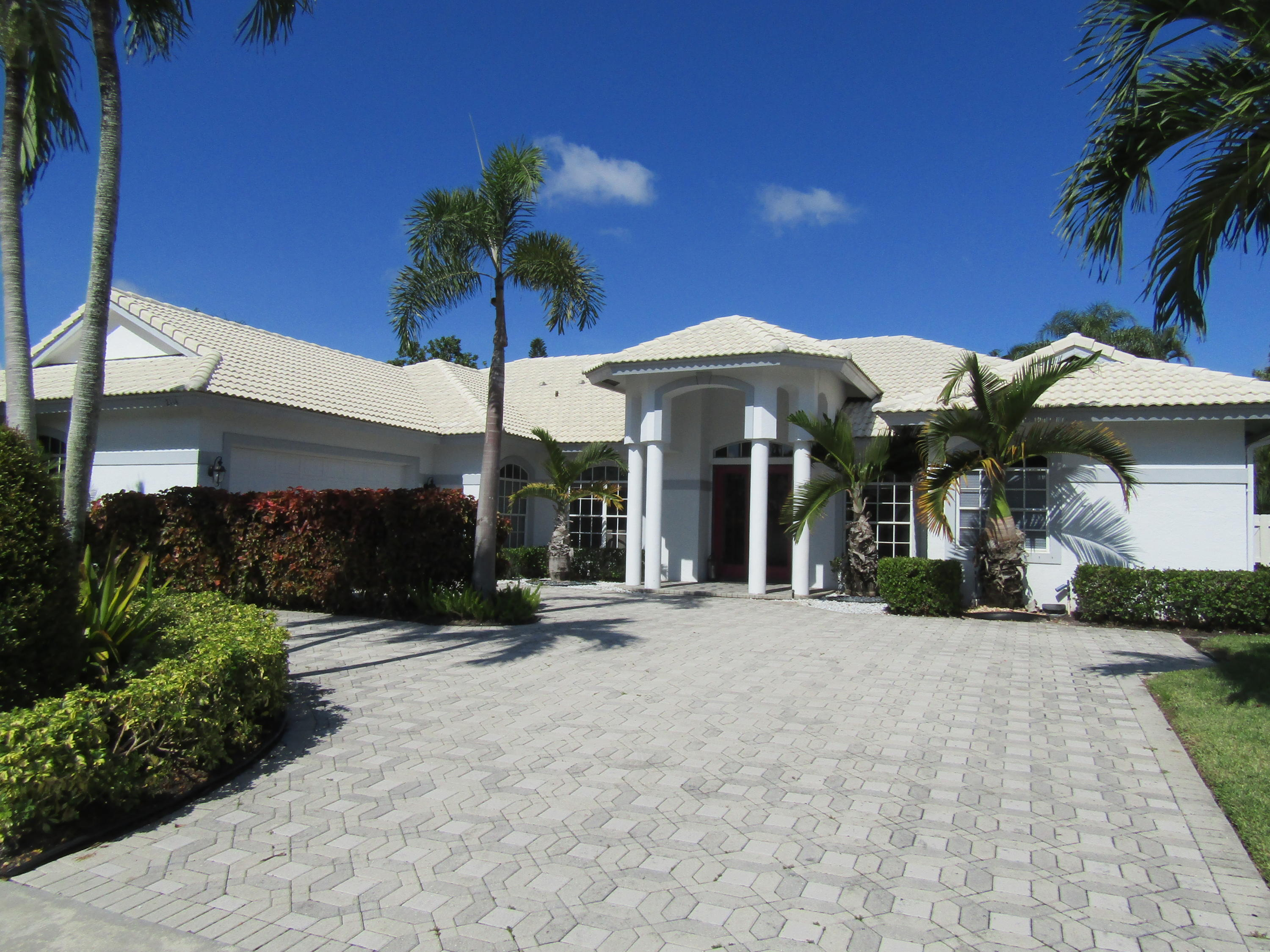 2114 Greenview Cove Drive, Wellington, Florida 33414, 6 Bedrooms Bedrooms, ,4.1 BathroomsBathrooms,Single Family,For Rent,Greenview Cove/Polo West Estates,Greenview Cove,RX-10558170