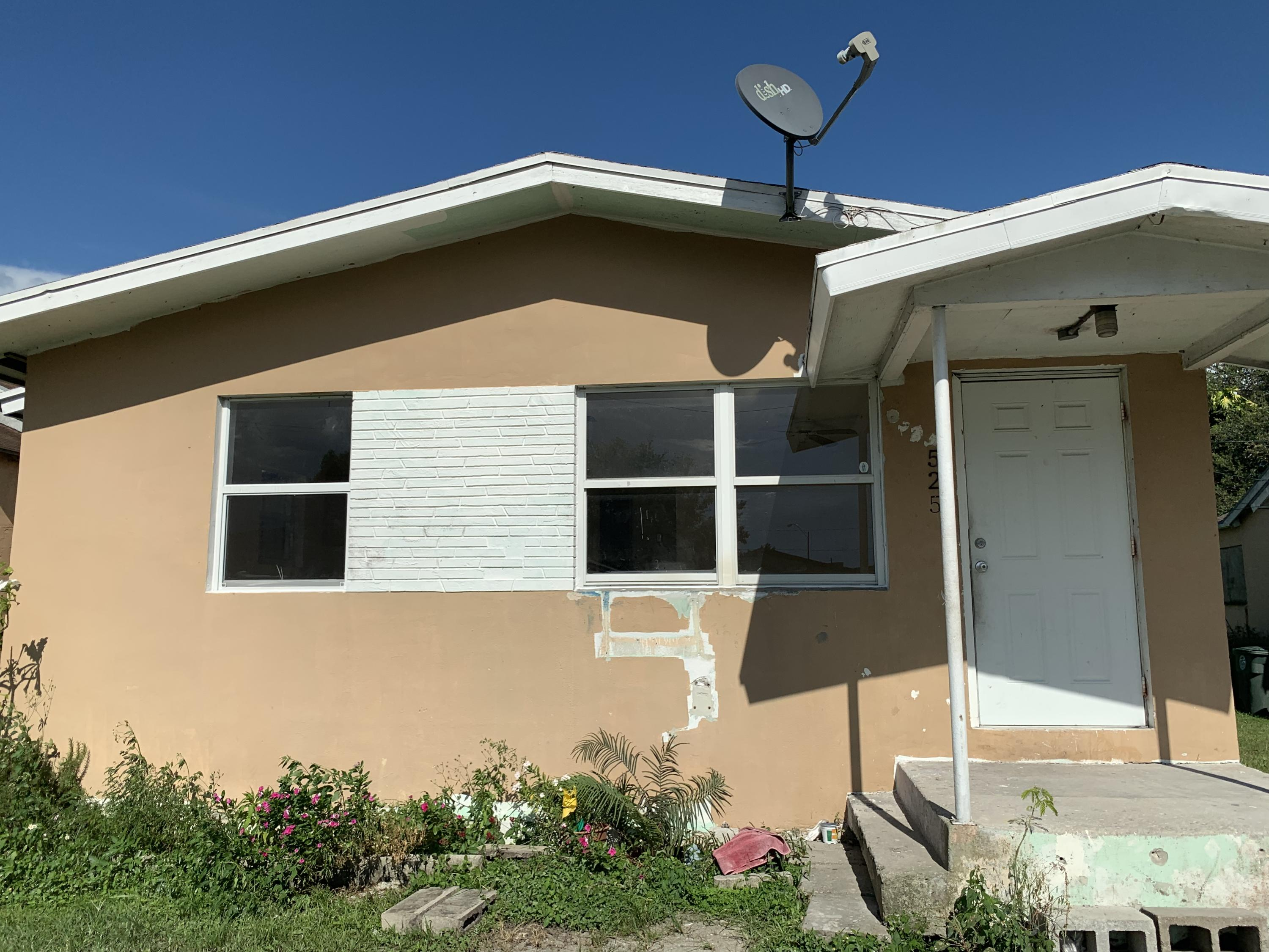 525 1st Street, Belle Glade, Florida 33430, 2 Bedrooms Bedrooms, ,1 BathroomBathrooms,Single Family,For Rent,NONE,1st,1,RX-10558329