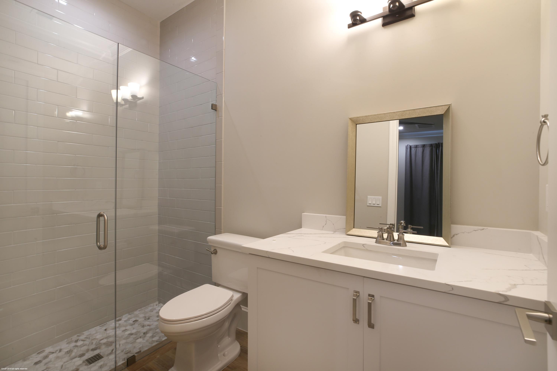Staff Apartment's bathroom