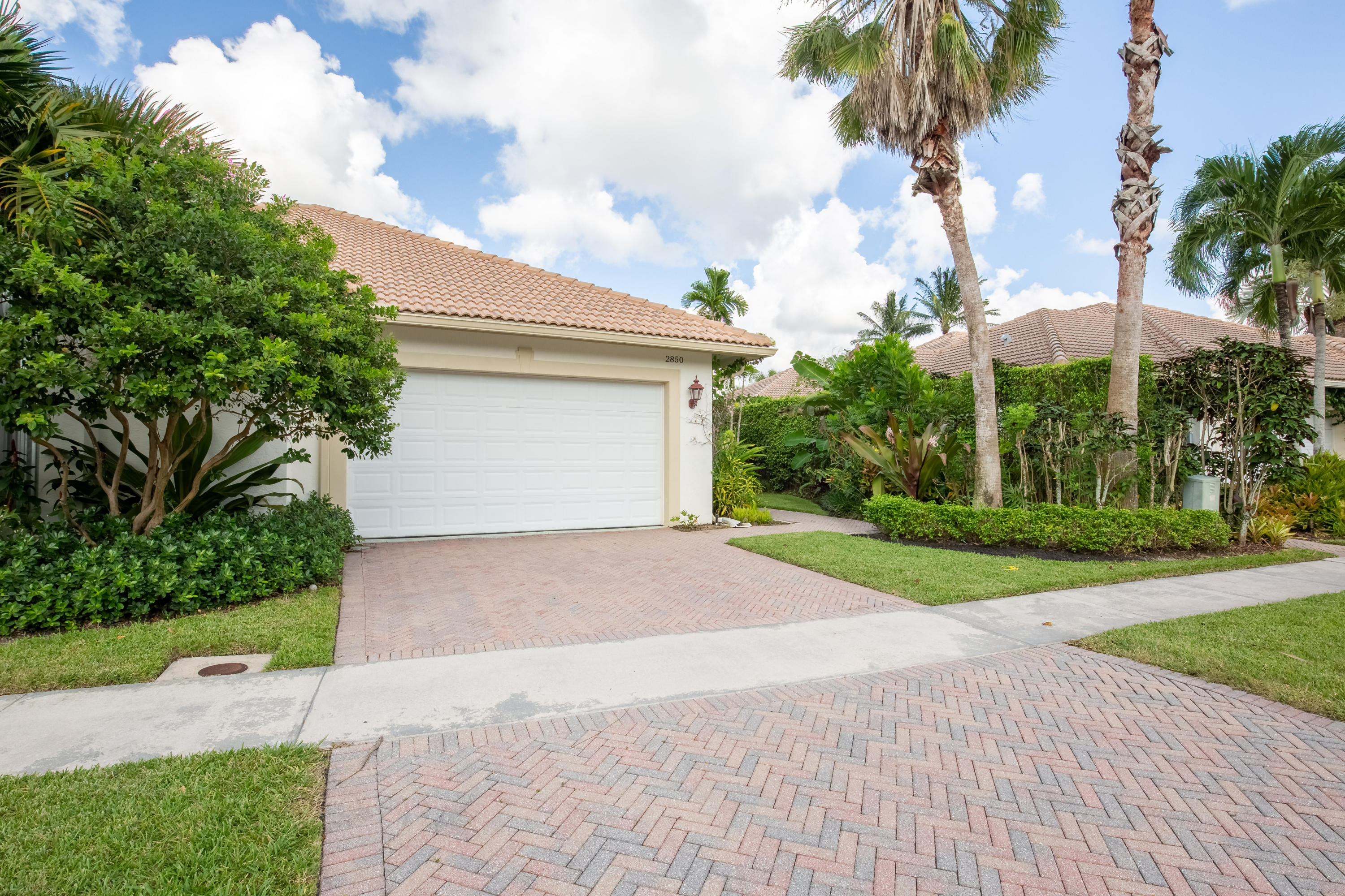 2850 Twin Oaks Way, Wellington, Florida 33414, 3 Bedrooms Bedrooms, ,3 BathroomsBathrooms,Townhouse,For Sale,Twin Oaks,RX-10560932