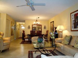 7 Stratford Drive, #F, Boynton Beach, FL 33436