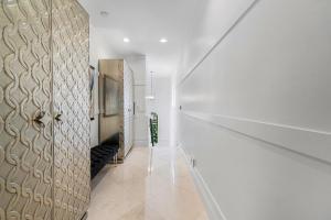 50 2nd Floor Hallway