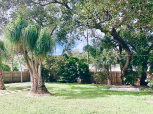 2555 Venice Drive, Palm Beach Gardens, FL 33410