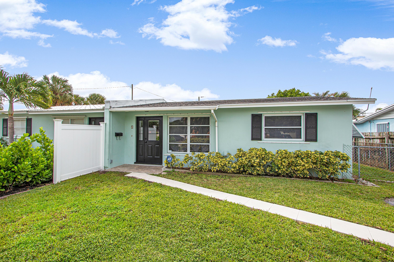 Photo of 4 Robalo Court, North Palm Beach, FL 33408