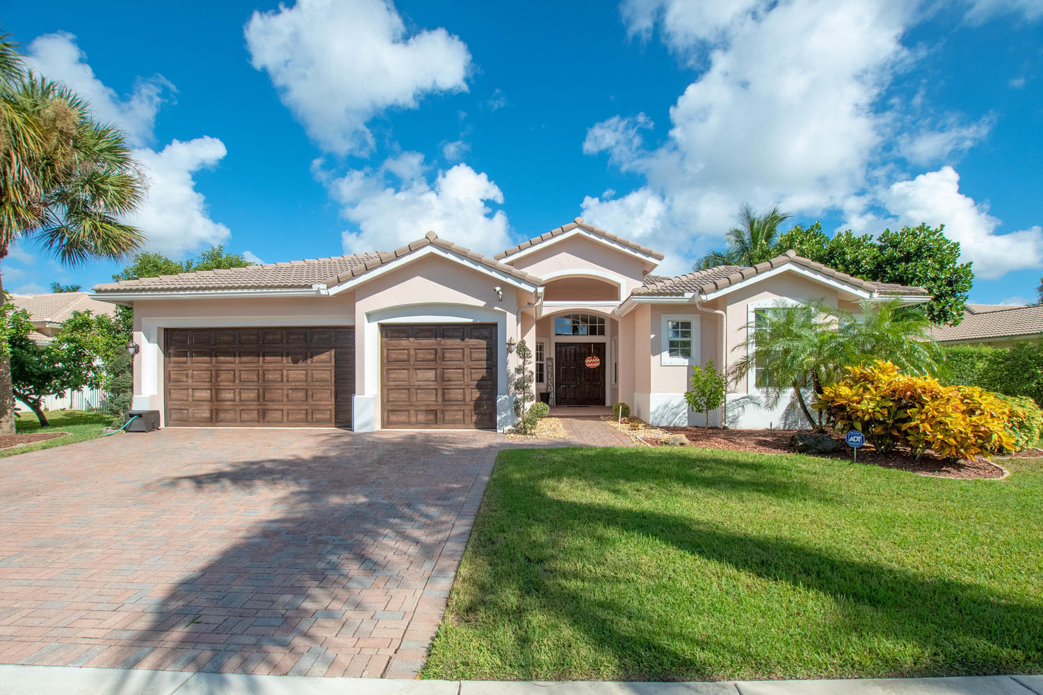 4672 Sugar Beach Way, Wellington, Florida 33449, 5 Bedrooms Bedrooms, ,3 BathroomsBathrooms,Single Family,For Sale,Sugar Beach,RX-10568551