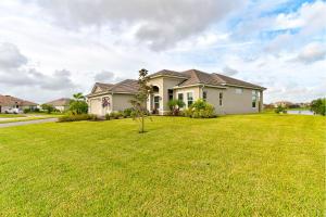 4812 Four Lakes Circle SW, Vero Beach, FL 32968