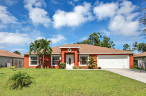 825 SE Cavern Avenue, Port Saint Lucie, FL 34983