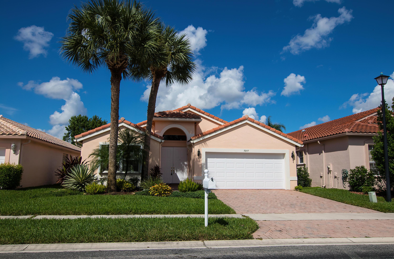 5097 Bleu Lapis Drive  Boynton Beach FL 33437
