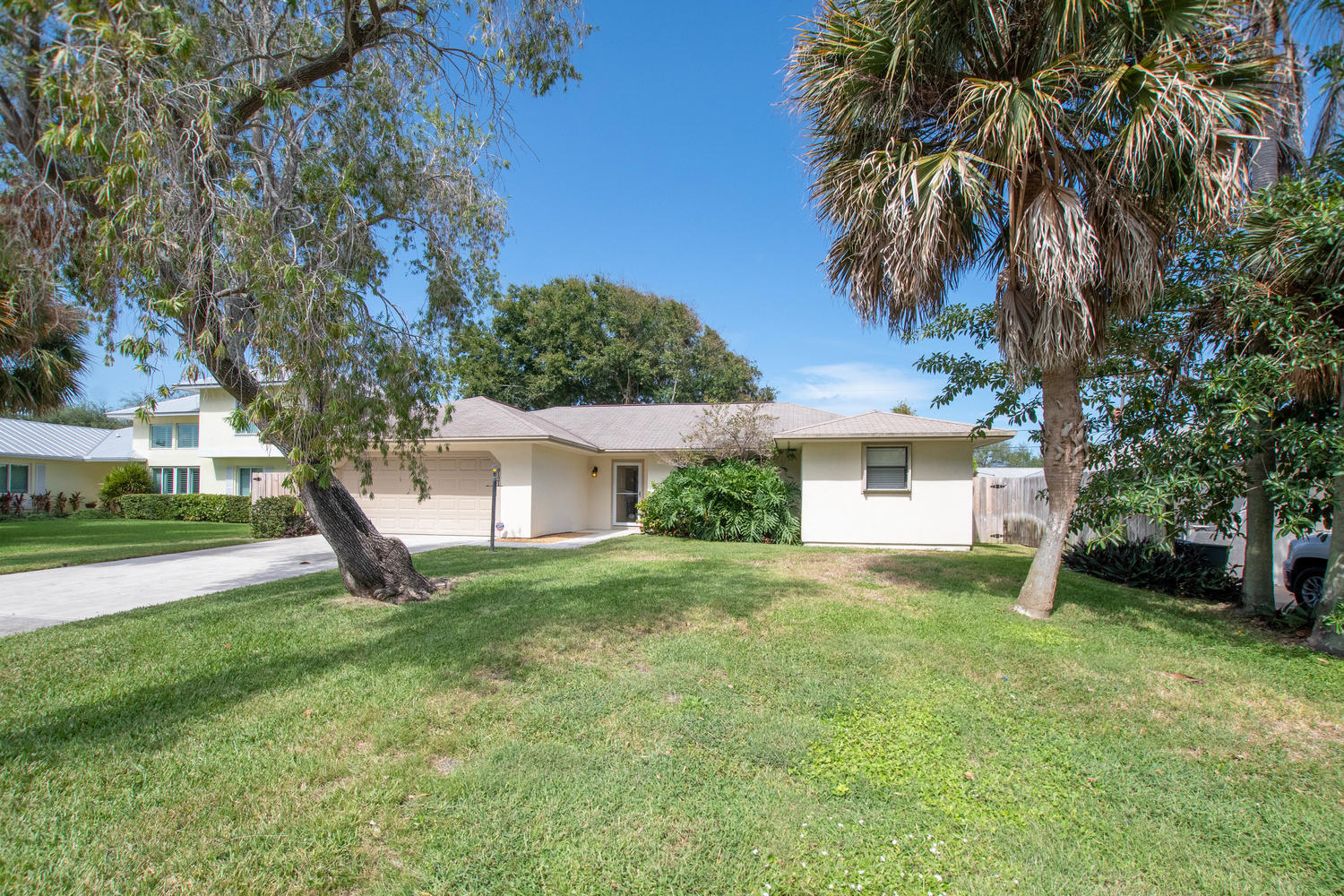 Photo of 8121 SE Helen Terrace, Hobe Sound, FL 33455