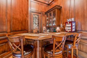 Bar-Wine Room