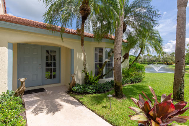 2235 Las Brisas Court, Wellington, Florida 33414, 2 Bedrooms Bedrooms, ,2 BathroomsBathrooms,Villa,For Sale,Las Casitas 2,Las Brisas,RX-10572820