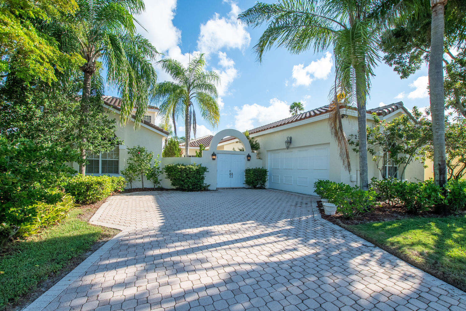 2110 Country Golf Drive, Wellington, Florida 33414, 3 Bedrooms Bedrooms, ,2 BathroomsBathrooms,Single Family,For Sale,Lakefield South,Country Golf,RX-10573434