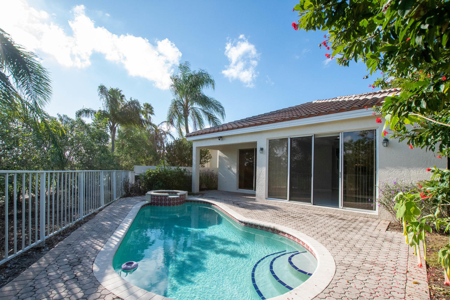 2104 Country Golf Drive, Wellington, Florida 33414, 4 Bedrooms Bedrooms, ,3.1 BathroomsBathrooms,Single Family,For Sale,Country Golf,RX-10573436