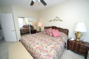 Ocean Royale guest bedroom
