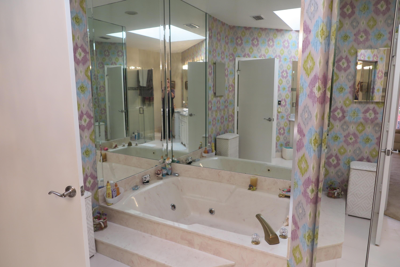 6540 Via Rosa Boca Raton, FL 33433