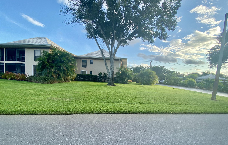 18 SE Turtle Creek Drive #18e, Tequesta, FL 33469