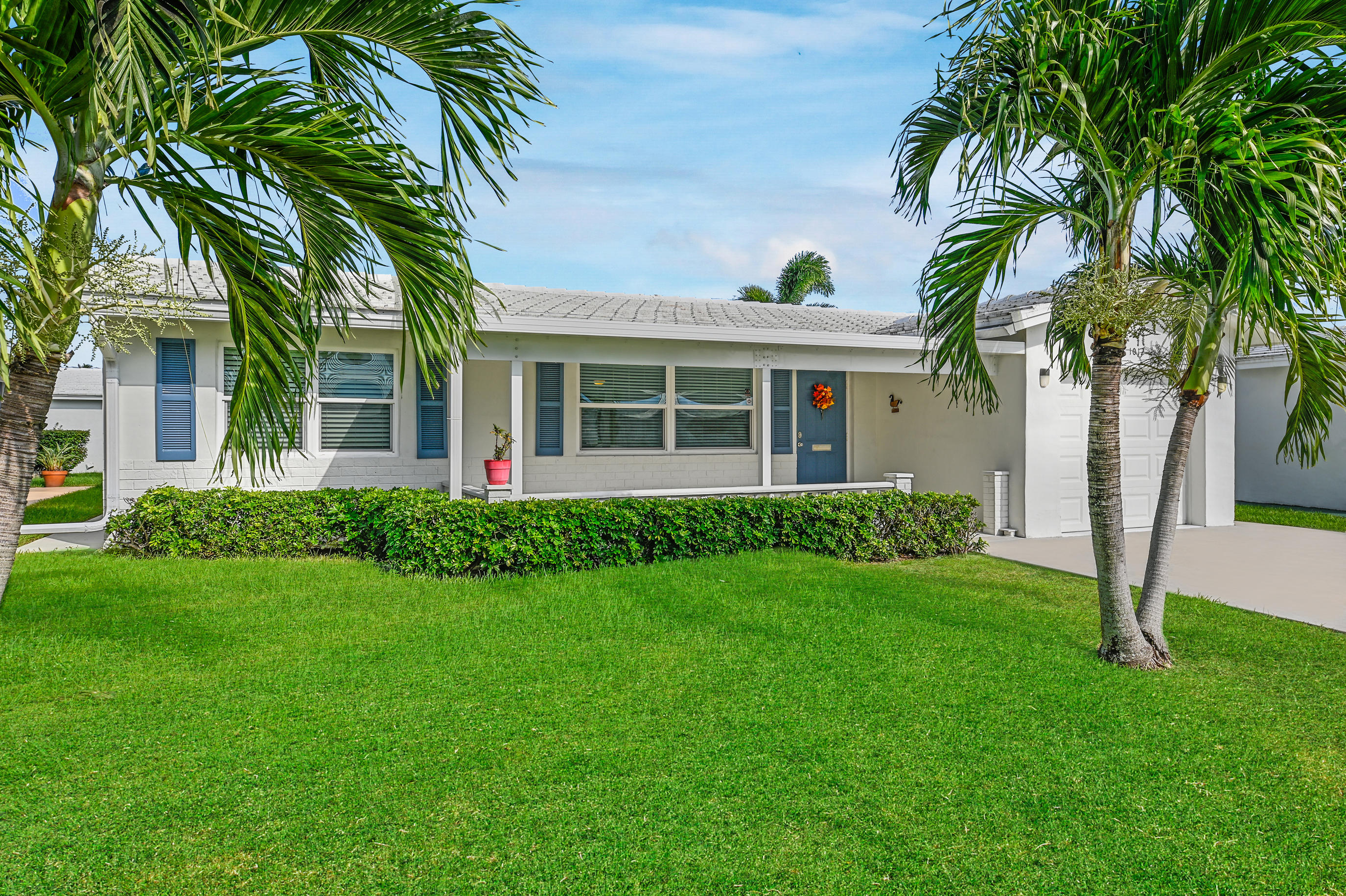 Deluxe Edgewood with thousands in upgrades.  Paid up recreation lease in full. Roof replaced 2006 tile/Flat 2017. A/c replaced 2015.  Hot water heater 2010.Windows all replaced PGT insulated. Front porch has an insulatedroof to enjoy those Florida breezes.Garage door, exterior doors and Pedestrian doors all replaced. Existing driveway replaced and home has a rear patio. Kitchen cabinetry replaced with silestone counter tops.  Extra deep double sink. Glass tile backsplash.. Extra cabinetry. Recessed lighting. Both bathrooms updated. Extra closet in master bedroom and additional closet in Florida room. Tile thru out and carpeting in bedrooms. Crown molding in Living room and Florida room. Ideally located on quiet street yet close to R2 & R3 clubhouses. Free 18 Hole golfcourse Par 3..A GE
