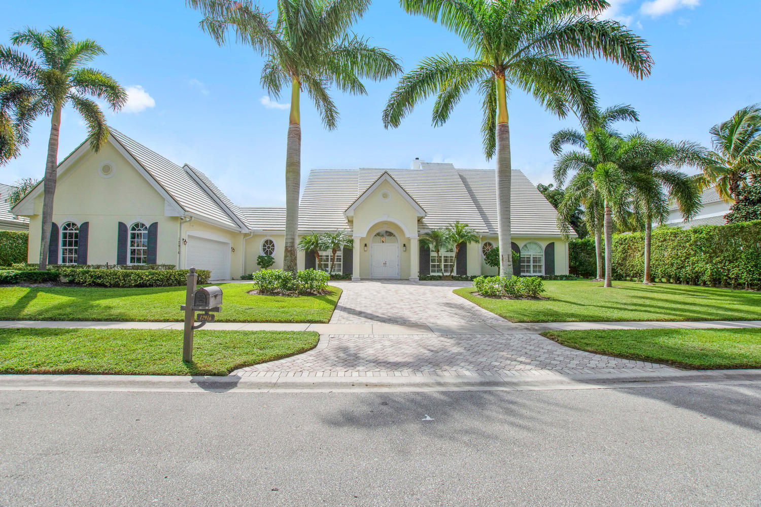 Wellington, Florida 33414, 4 Bedrooms Bedrooms, ,5 BathroomsBathrooms,Rental,For Rent,Mizner,RX-10575911