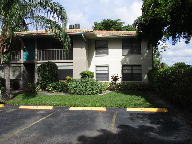 ---             END UNIT on 2nd floor,  new central a/c, stainless stove & dishwasher.   Affordable!  Spacious 2 bedroom/2 bath condo with screened balcony just steps from the pool and clubhouse. The condo community has a security gate.