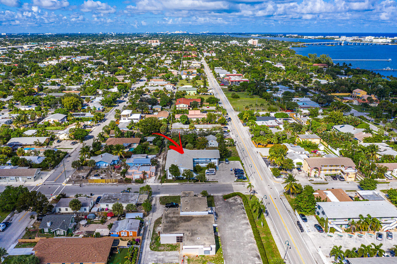 Amazing 2/2 in Lake Worth Beach.  This condo is located minutes from downtown life and the ocean.