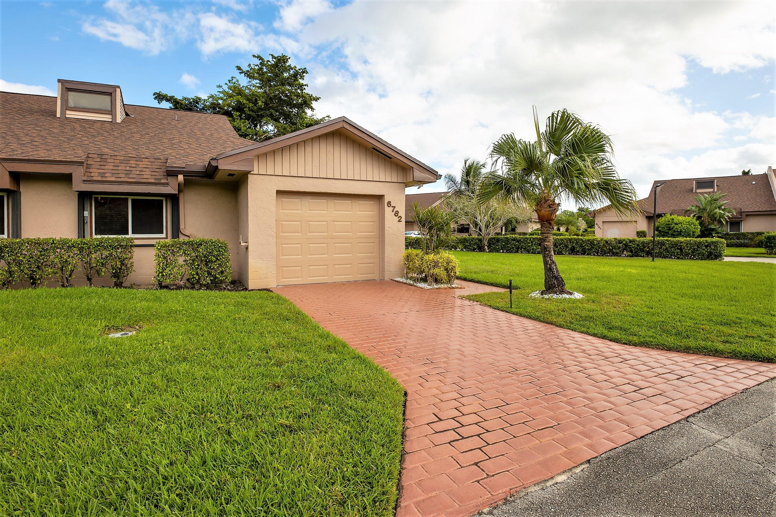 Photo of 6782 Versailles Court, Lake Worth, FL 33467
