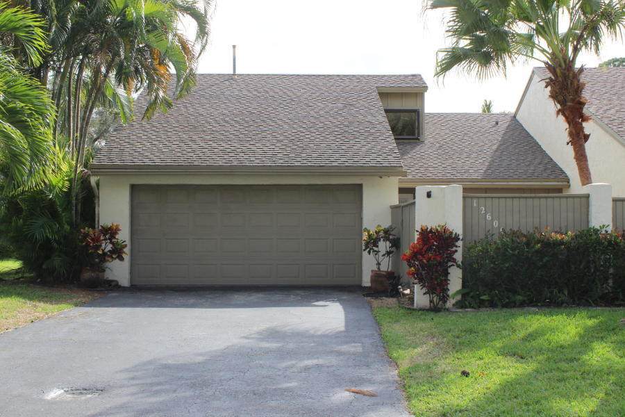 Great corner unit town home in the quiet community of Hidden Pines of Wellington. Gated courtyard entry and large rear patio at the unit provides additional living space and privacy, adorned with pavers. Split bedroom plan with large open living room space and dining area. Kitchen was expanded and has plenty of counters, room for a breakfast table and has full pantry. Washer and dryer are in the garage. Low HOA.The community of Hidden Pines is a well established neighborhood in the heart of Wellington with matures trees throughout and park-like setting. Closed to shops, fine dining and all equestrian venues and events. Great buying opportunity!