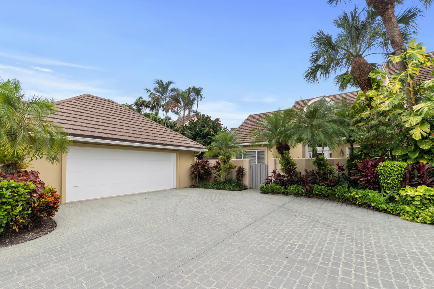2600 Muirfield Court, Wellington, Florida 33414, 3 Bedrooms Bedrooms, ,3 BathroomsBathrooms,Townhouse,For Sale,Palm Beach Polo & CC,Muirfield,RX-10579032