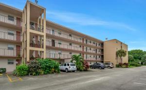 225 Bonnie Boulevard, 203, Palm Springs, FL 33461