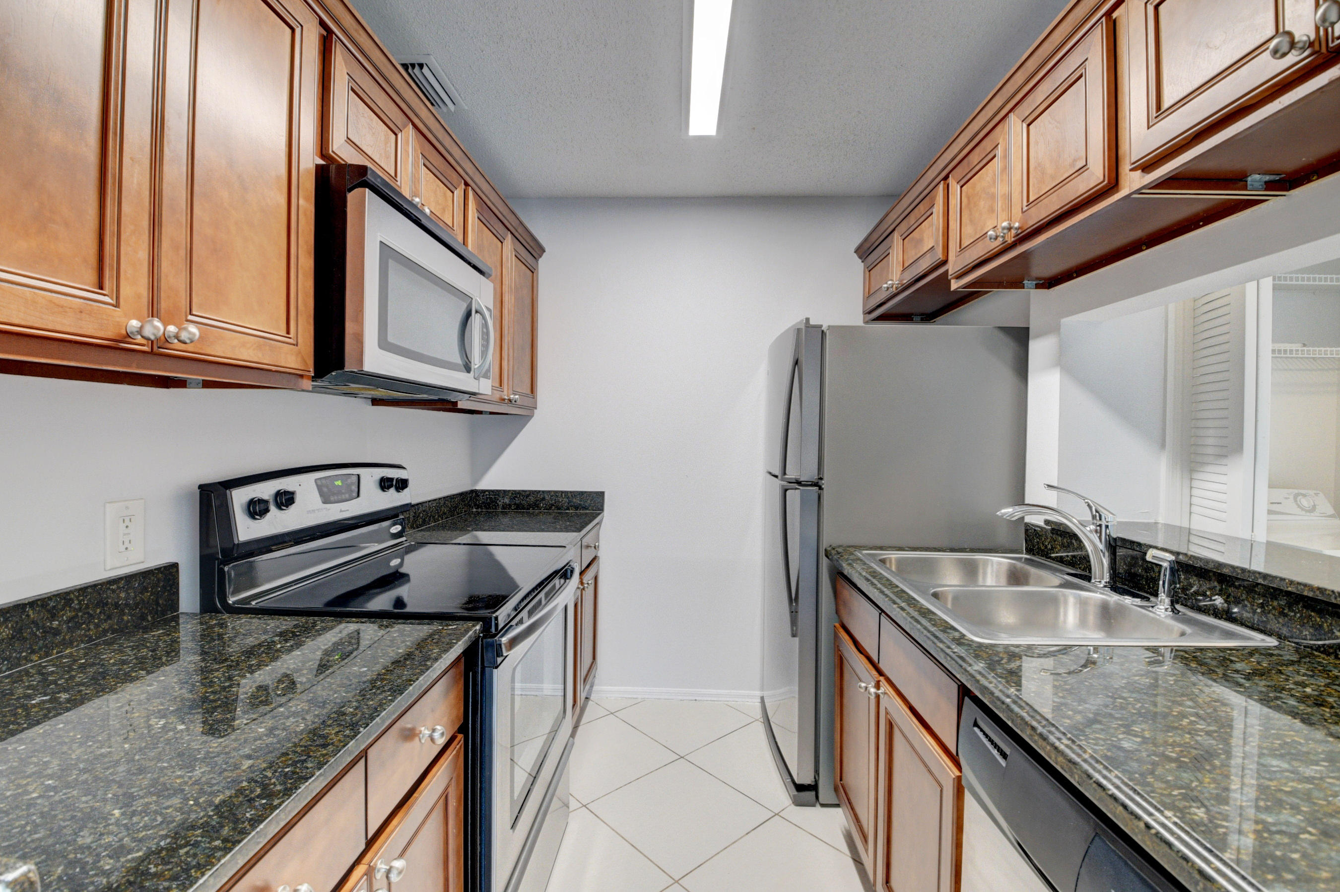 Move in ready condo in sought after area. *****PLEASE USE FAR BAR AS IS CONTRACT FOR SALE******
