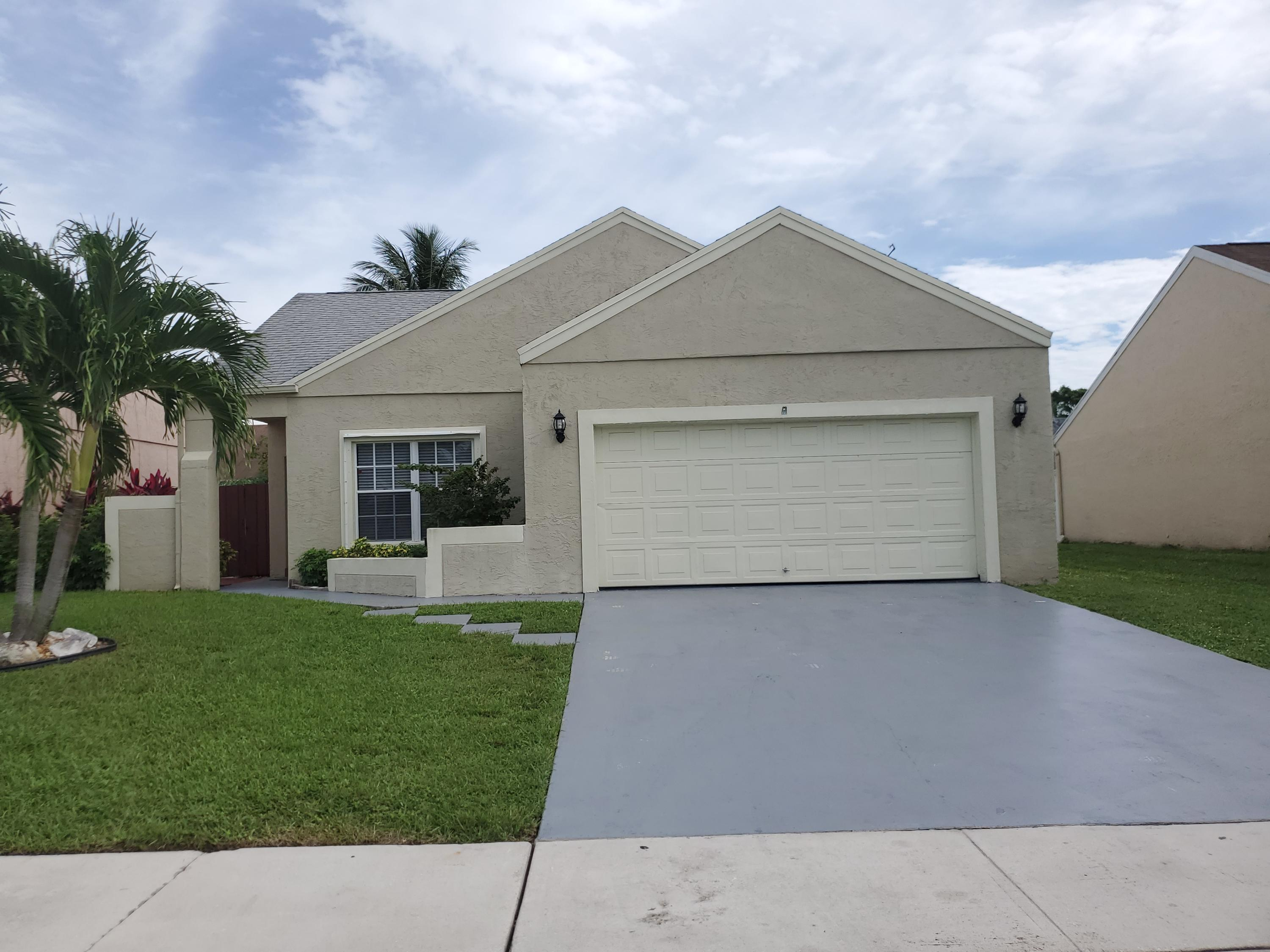 Adorable house in a great area; Fresh painted and all Mexican tile floors scrubbed; Kitchen remodeled in 2018 also the appliances. New water heater. fabulous huge screened androofed porch. Fenced Yard. Nice community pool.