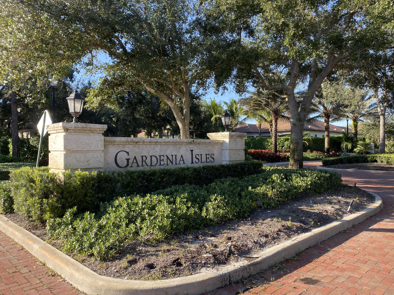 215 Gardenia Isle Drive